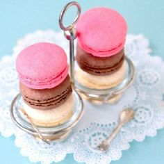 sweet neopolitan macarons
