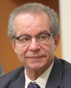"""http://www.claudiohumberto.com.br/artigo.php?i=20209004368 =""""A opção pelo engodo"""". Por José Aníbal  Instado sobre a alucinada tentativa do PT de enterrar a CPI da Petrobras, o presidente do partido, Rui Falcão, respondeu que a investigação não passava de um ataque do PSDB à Petrobras. Segundo ele, os tucanos são contra o pré-sal (?) e o objetivo da oposição é aumentar o preço da gasolina para prejudicar o povo. Então arrematou: """"É uma campanha antipatriótica""""."""