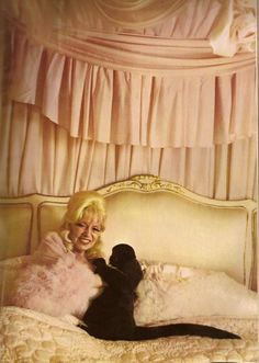 Mae West lounging in her bed with her monkey, Photo by Diane Arbus. Diane Arbus, Top Fashion Magazines, Magical Photography, Circus Performers, Beautiful Old Woman, Hollywood Heroines, Mae West, Transgender People, Famous Photographers