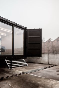 Architecture: Exterior Design Of Intriguing Shipping Containers House With Glass