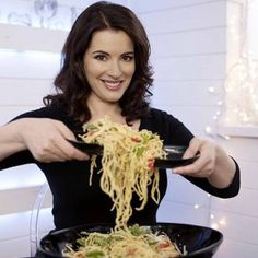 Nigella Lawson, star of cooking show, Nigella Bites, on BBC. Nigella would rather not eat meat than eat some that has been reared inhumanely and with hormones. Nigella is credited with bringing sexy back to the kitchen. Nigella Lawson, Chef Recipes, Wine Recipes, Food Network Recipes, Cooking Recipes, Cooking Pasta, Cooking Ideas, Nigella Kitchen, Clementine Cake