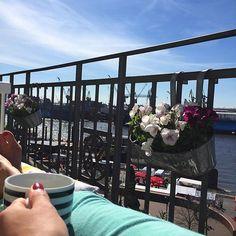 Feiner Start in einen ganz bestimmt wunderbaren Tag ️️ und später Brunch  Vorfreude  #040 #balcony #balkon #balkonien #blooms #Blumen #butfirstcoffee #coffee #flowers #goodmorning #hafengeburtstag #Hamburg #hh #home #igershamburg #igershh #instamood #myhome #myview #plants #sunny #wearehamburg #wearehh #welovehh