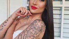 10 ideias de tatuagens femininas escritas - Crescendo aos Poucos Crescendo, Arm Tattoos, Solid Black Tattoo, Color Tattoo, Prime Rib, Good Tattoo Ideas