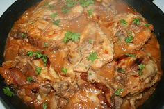 Frugal Recipe: Skinless Chicken Thighs With Red Wine Vinegar Shallots in lieu of onins in original recipe Red Wine Vinegar Recipes, Skillet Chicken Thighs, Vinegar Chicken, Cooking Recipes, Healthy Recipes, Delicious Recipes, Inexpensive Meals, Chicken Thigh Recipes, Frugal Meals