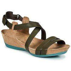 Stylische und bequeme #sandalen von @Camper mit schönen Farbakzenten. #sommer #trends #damenschuhe