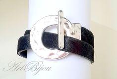 Armbänder - Black Leather Fur Bracelet, Modern Zamak Bracelet - ein Designerstück von ArtBijou bei DaWanda