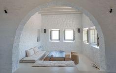 Νησιώτικη κατοικία με πατητή τσιμεντοκονία - Oikiastyle.gr