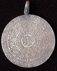 Islamic Phrases, Islamic Art, Black Magic Book, Alphabet Images, Coran, Allah Islam, Turkish Jewelry, Islamic Calligraphy, Religious Art