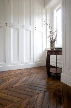 Are you looking interiors for your elegant residence? Vassalletti creates bespoke furnishings for your luxury settings. Planchers En Chevrons, Home Bedroom, Bedroom Decor, Interior Decorating, Interior Design, Classic Interior, Home And Living, Interior Inspiration, Interior And Exterior