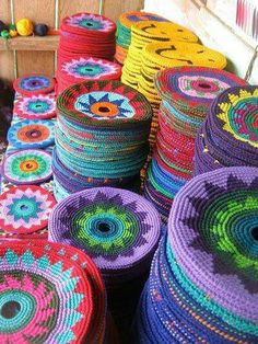 NO pattern--- Just an Amazing Story of how these came about ---- Pocket Disc: Guatamalan women make these crocheted frisbees/potholders in a beautiful array of colors and designs Crochet Diy, Crochet Home, Love Crochet, Crochet Crafts, Yarn Crafts, Crochet Projects, Diy Crafts, Tapestry Crochet Patterns, Crochet Circles