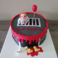 Pennywise cake Scary Halloween Cakes, Scary Cakes, Halloween Baking, Halloween Food For Party, Halloween Treats, Stephen King Birthday, My Dream Cake, Horror Cake, Xbox Cake