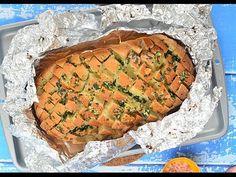 Sprawdzony przepis na chleb faszerowany serem i masłem czosnkowo-pietruszkowym - najlepsza klasyczna wersja chleba imprezowego (chleb nacinany) od... Salmon Burgers, Crockpot Recipes, Grilling, Brunch, Food And Drink, Bread, Meals, Chicken, Ethnic Recipes