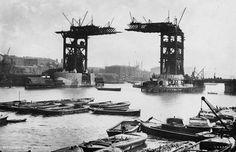 1890 1894 Construction de Tower Bridge à Londres.