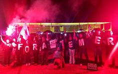 Grupo usa camisetas de 'Fora, Temer' em ato contra o presidente na Esplanada, em Brasília (Foto: Marília Marques/G1)