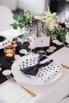 Black and white modern wedding place setting | @Michaela | Hey Look | see more on: http://burnettsboards.com/2014/04/urban-summer-wedding/ #modern #placesetting