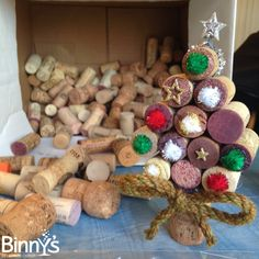 DIY: Cork Christmas Tree Decor #DIY #Christmas #Wine #Crafts #Holidays