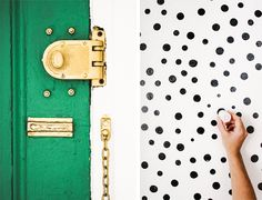 Give your #entryway a much needed makeover with the Kate Spade-inspired #DIY: http://verilymag.com/diy-kate-spade-inspired-entryway/