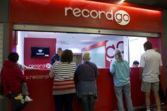 Oficina de alquiler de coches de Record Go en la terminal de llegadas del Aeropuerto de Palma de Mallorca #carhire #alquilercoche #airport #aeropuerto