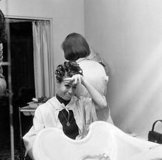 Mary Tyler Moore et sa mise en plis Sleep In Hair Rollers, Hair Curlers Rollers, Mary Tyler Moore, Mild Shampoo, Hair Shampoo, Dull Hair, Hair A, Vintage Hairstyles, Cool Hairstyles