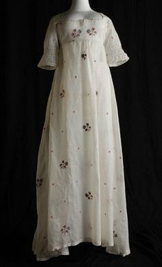 Embroidered white batiste dress, 1798-1905.