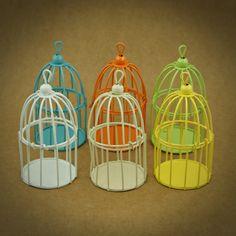 GAIOLAS EM METAL MINIATURA | 6 CORES  | Utilize estas gaiolas em metal miniatura como embalagem ou surpreenda os seus convidados com uma lembrança original | Cores disponíveis: Branco, Off White, Amarelo, Laranja, Azul, Verde | Medidas: 5,5 cm de diâmetro x 9,5 cm de altura.