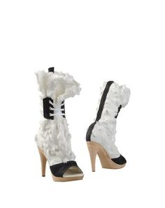 VIVIENNE WESTWOOD Boots. #viviennewestwood #shoes #boots