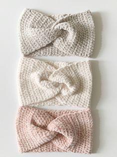 knit headband pattern Simple beginner friendly, easy to read crochet pattern, for a velvet twist headband. Crochet Ear Warmer Pattern, Crochet Headband Pattern, Knitted Headband, Sewing Patterns Free, Knitting Patterns, Crochet Patterns, Free Pattern, Free Crochet, Crochet Baby