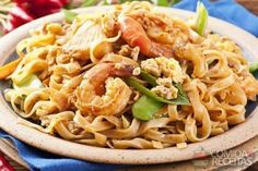 Receita de Macarrão ao molho de camarões em receitas de massas, veja essa e outras receitas aqui!