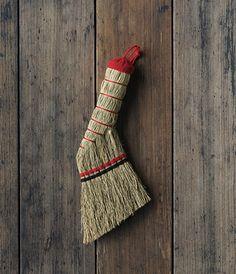 Hand Broom Brooms And Brushes, Whisk Broom, Wood Crafts, Diy Crafts, Japan Crafts, Textiles, Mark Making, Wabi Sabi, Japanese Art