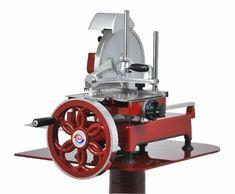 Prosciutto-Maschine, VOLANO 300/10H komplett aus Aluminium-Guss und Chromstahl, sehr kompakt u. funktionell, elegant im Aufbau und sehr leicht zu reinigen, extrem präzise Schneid- fähigkeit, hinterlässt kein zerfetztes Schneidgut Schneidscheibe: DM 30 cm Schneidefähigkeit: DM 21 cm oder 21 x 24 cm Schnittstärke regelbar bis 1,5 mm Schlittenlauf: 25,5 cm Abm.: 57 x 79 x 52 cm (BxTxH) Prosciutto, Dm, Aluminium, Cannon, Elegant, Cold Cuts, Cleaning, Steel, Classy