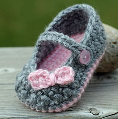 Crochet Baby Booties Crochet Baby Girl Booties by TheBabyCrow. Crochet Baby Sandals, Knit Baby Booties, Booties Crochet, Baby Girl Crochet, Crochet Baby Clothes, Crochet Shoes, Crochet Slippers, Baby Blanket Crochet, Crochet For Kids