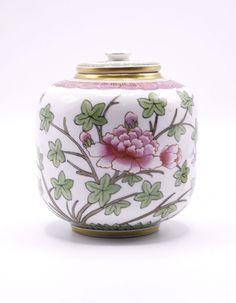 Pote com tampa em porcelana da Vista Alegre - Palácio do Correio Velho - Leilões e Antiguidades, S.A.