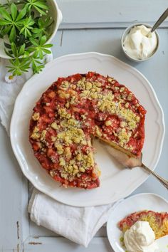 awesome Strawberry Rhubarb Crumble cake with woodruff crumbles Rhubarb Crumble Cake, Strawberry Rhubarb Crumble, Streusel Cake, Quick Bread Recipes, Fish Recipes, Sweet Recipes, Baking Recipes, Rhubarb Recipes, Indian Desserts