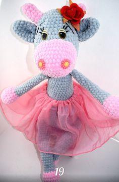 PDF Коровка Майя. Бесплатный мастер-класс, схема и описание для вязания плюшевой игрушки амигуруми крючком. Вяжем зефирные игрушки своими руками! FREE amigurumi pattern. #амигуруми #amigurumi #схема #описание #мк #pattern #вязание #crochet #knitting #toy #handmade #поделки #pdf #рукоделие #корова #коровка #cow #bull #бык #бычок #плюшевый #зефирный #plush