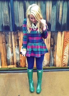love this plaid top paired with hunter rain boots