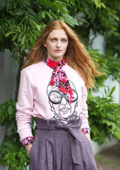 Iris Sweater – Jill & Gill Irish Design, Gifts For Mum, Neck Collar, Pink Sweater, Boss Lady, Crew Neck Sweatshirt, Gift Ideas, Sweatshirts, Model