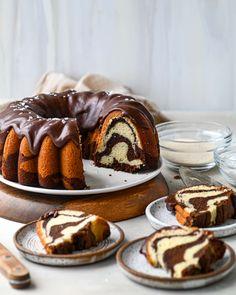 Chocolate Buttermilk Pound Cake Recipe, Best Pound Cake Recipe, Sour Cream Chocolate Cake, Dark Chocolate Recipes, Sour Cream Pound Cake, Chocolate Swirl, Pound Cake Recipes, Chocolate Marble Cake, Cupcake Recipes