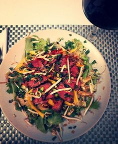 Salad with beef and mango