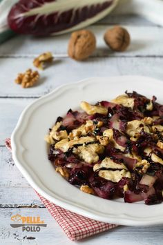 Straccetti di pollo con radicchio e noci Light Recipes, Wine Recipes, Romanian Food, Sweet And Salty, Relleno, Food Inspiration, Good Food, Food And Drink, Lunch
