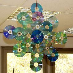 decoraciones+de+navidad+hechas+en+casa | Adornos con residuos de CD: Para realizarlo solo tenéis que pegar los ...