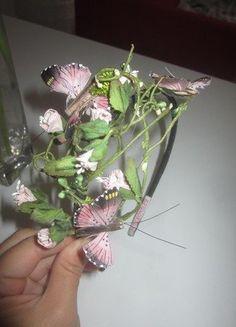 Kupuj mé předměty na #vinted http://www.vinted.cz/doplnky/ostatni-doplnky-a-sperky/13772243-original-celenka-jane-bond-kvetinova-s-motylky