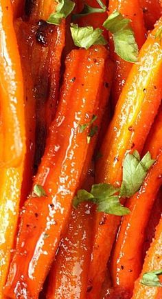 Brown Sugar Roasted Carrots ~ Sweet and garlicky carrots roasted to perfection. The easiest and most delicious way to enjoy this vegetable! Carrot Recipes, Vegetable Recipes, Vegetarian Recipes, Cooking Recipes, Brown Sugar Roasted Carrots, Baked Carrots, Roasted Whole Carrots, Grilled Carrots, Fruit Dishes