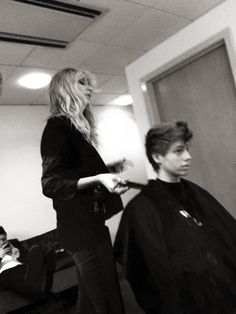 lukes mom is good :) look, lukes haid its realy good OMG :D