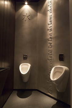 Services at Taizu received special attention as all the rest of the restaurant. Each cell was characterized by Betonada's wall with engraving letters and rusted planks and sinks to create a metallic look but controlled.