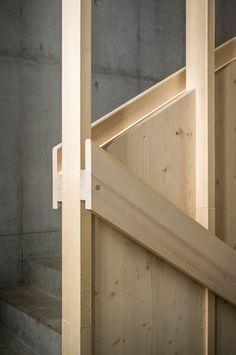 ted-a-arquitectes-luis-diaz-diaz-school-in-orsonnens. Stair Handrail, Staircase Railings, Staircase Design, Stairways, Bannister, Detail Architecture, Interior Architecture, Wooden Stairs, Interior Stairs