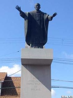 Hamtramck, Michigan: Statue of Pope John Paul II.
