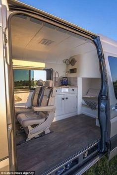 Un couple transforme leur camionnette en maison roulante, le résultat final va vous donner envie de voyager ! - Des idées