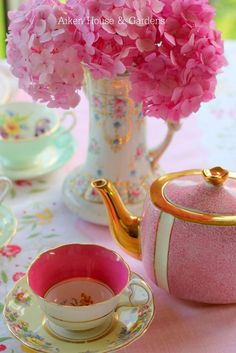 Cottage Charm ~ Pink ~ Aiken House & Gardens: Preparing for the Vintage Tea Party Vintage Tea, Vintage China, Vintage Party, Chocolate Caliente, Cuppa Tea, Teapots And Cups, My Cup Of Tea, Everything Pink, Chocolate Pots