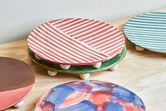Eight feet ceramics' plate from French designer Charlotte Talbot. Unique and beautiful! Black Splash, French Lifestyle, Blue Plates, Partners In Crime, Ceramic Plates, Scandinavian Interior, Charlotte, Artisan, Ceramics