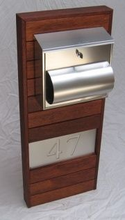 Timber deck screen letterbox Large Mailbox, New Mailbox, Modern Mailbox, Timber Gates, Timber Deck, Diy Letter Boxes, Contemporary Front Doors, Wooden Posts, Large Backyard Landscaping